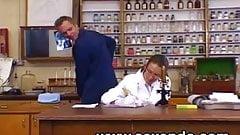 Une doctoresse coquine se tape un enfoire