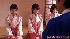 Japanische Geishas, die auf asiatischem Vierer Schwanz lecken