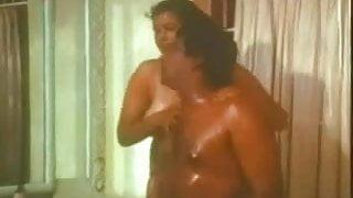 Southindian Mallu B Grade Busty Actress cute OIL MASSAGE