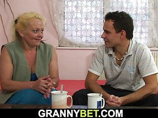 Hairy woman gets screwed Old blonde woman gets her hairy pussy fucked