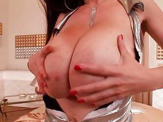 Busty merilyn sakova - Splendide milf aux enormes seins