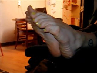 Bare sexy toe Bare foot keely showing soles and toes 001