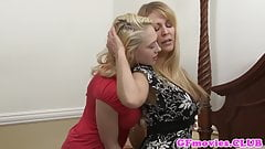 Busty cougar les pussylicked by sapphic babe