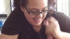 Ботанистая тинка-толстушка на обязанности сосания члена - видео от первого лица