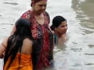 Indian women bathing voyeur - Ganga chubby stepaunties bathing
