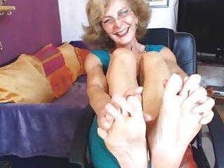 Sexy gilfs pussy - Sexy gilf feet in face cam no sound