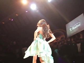 Sexy fashion runway Yasmine petty on the runway in la