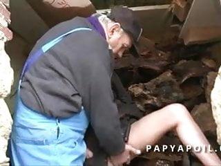 Bonnes teen Papy baise a 2 une bonne milf et ejac sur ses gros seins