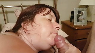 Amateur bbw sucks cock and gets facial