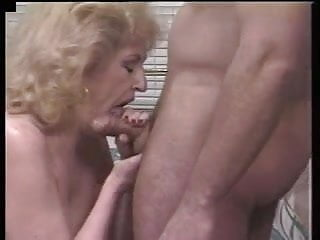 Kitty hairy Kitty fox repays young man for bailing her out