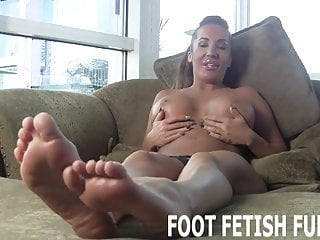 I want to be sexy I want to show off my sexy feet for you