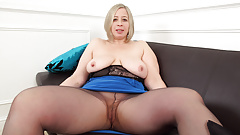 English BBW milf Shooting Star toys her fuckable fanny