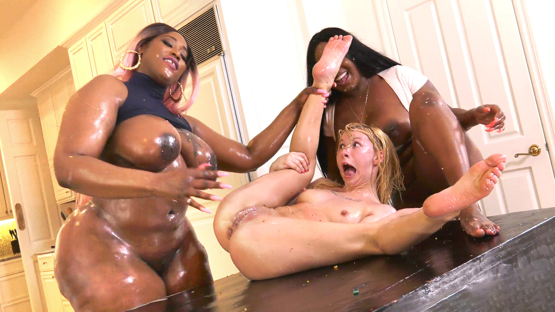 Massage Teen Lesbian Strapon