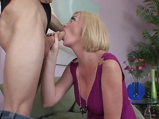 Facial on hair - Blonde short haired milf cougar fucks on the sofa