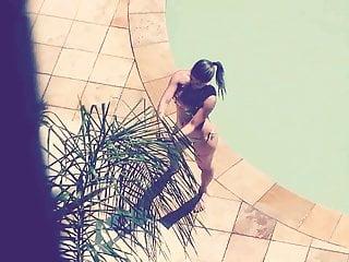 Bikini hogan linda - Gostosa linda na piscina
