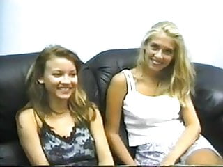 Joy giovani naked Casting amatoriale di due giovani lesbiche.