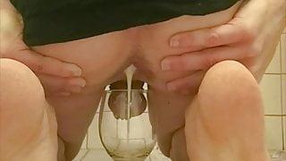Erika Oak Plugged With Loads Of Cum