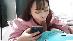 Asiatisches Teen-Schwester-Schlampe lutscht