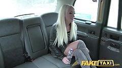 Fake-Taxi-freche Dame hat Sex zur freien Fahrt