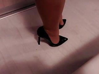 Fetish leg high heel dvd movies Teasing with high heel shoes and nylon legs