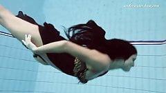 Hot bitch Zhanetta underwater