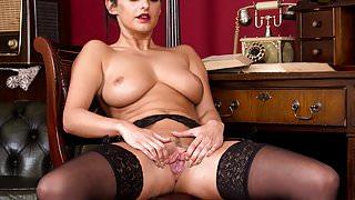 Cassie Clarke masturbating
