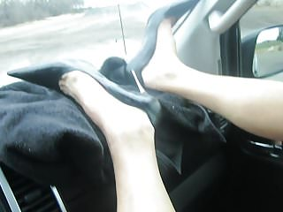 Chubby girl in pumps masterbating - Masterbating with my tootbrush in my metal heel pumps