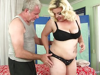 Sex oil massage - Chubby girl miranda kelly massage with oil and toys
