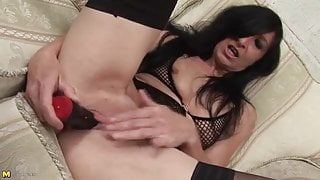 Woman mature drilling pussy