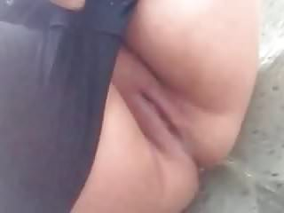 Amateur peeing public Close-up bbw with large bald pussy public street peeing 1