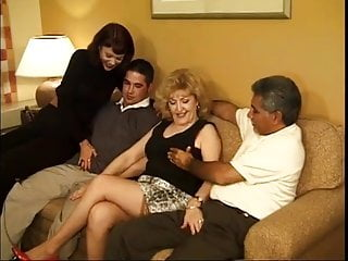 Sexy women fuck 2 sexy mature women fuck by 2 men