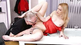 DADDY4K. Unfaithful blonde convinces boyfriend's old daddy