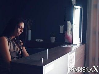 Mariska breast Mariskax- sexy mariska se la follan en el vestidor