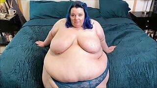 Ssbbw shows of her sexy big body