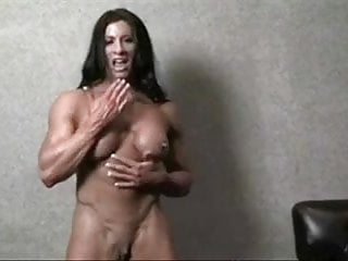 Female suck masino clit - Muscolar female huge clit