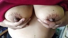 Liza tetek besar