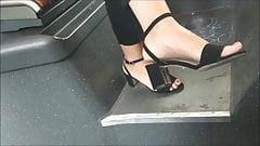 Ступни скрытой камерой # 9 - каблуки в автобусе