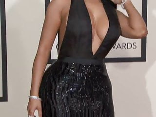 Nicki minaj ass clap Nicki minaj 2015 grammy red carpet, epic cleavage