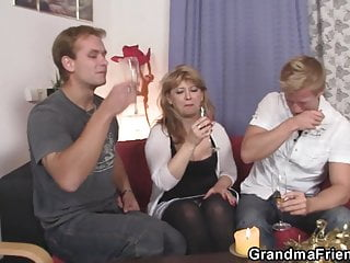 Story mommy sucks young cock Sexy mommy enjoys sucking and riding