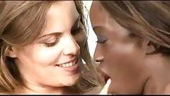 Heather Silk et Monique, sexe lesbien interracial torride