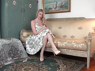 Danielle uk slut summer Busty uk housewife danielle maye