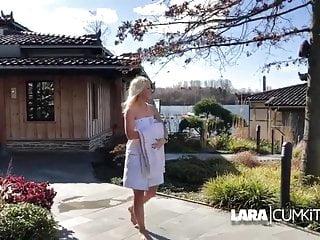 Ran mombu blowjob Lara cumkitten - teaser in der sauna darf jeder mal ran