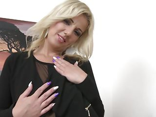Amateur video of woman feeding man - Gorgeous milf lucy angel feeding her pussy