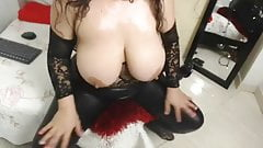 Sexy latina milf plays with herself w tight leather leggings