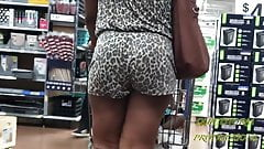 Candid Jiggly Thot in Leopardprint (VPL)