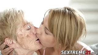 Naughty Sarah Cute makes kinky lesbian love with granny