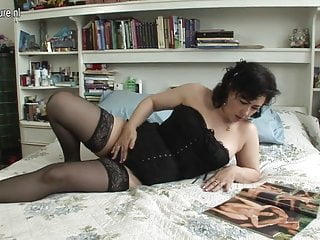 Sexy aunties in blouse - Sexy mature aunty loves to play with her pussy