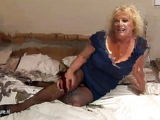 Mature granny bed - Big granny squirting on her bed