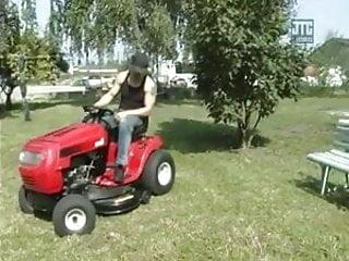 Sex clubs baton rouge Baisee sur le tracteur rouge