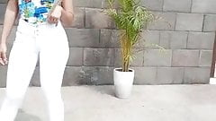 Yanosky Caldera con jean blanco